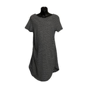 XL Feathers Maternity Dress EUC